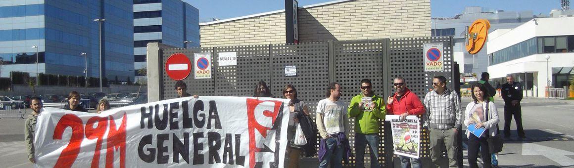Piquete informativo a la puerta de Mediaset durante la Huelga General